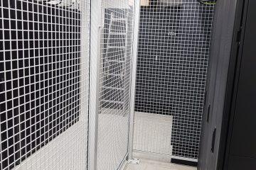 Gittertrennwand auf Doppelboden